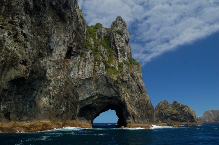 Hole in the Rock, Piercy Island